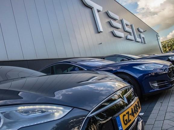 Stond de autopilot van de Tesla aan of uit bij dodelijk ongeluk in Reek?