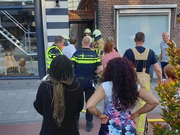 Brandweer blust schuurbrand in Hengelo