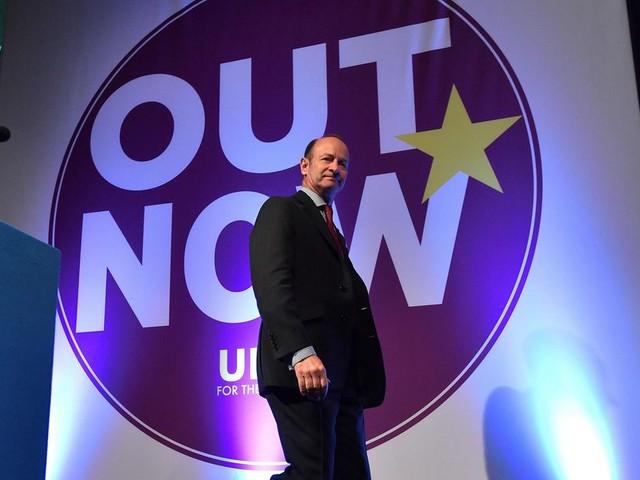 UKIP-leider moet weg na racistische sms'jes van zijn vriendin