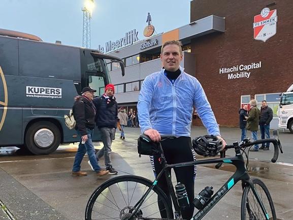 Op de fiets van Tilburg naar Emmen, voor Willem II en het goede doel: 'Het was mooi'