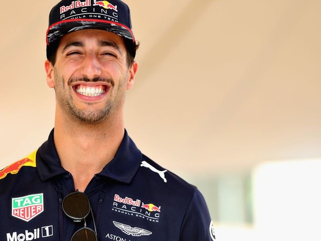 Verstappen: 'Ricciardo laat hele tijd scheetjes'