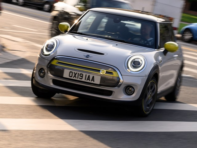 New MINI Cooper SE Electric: First Look, First Ride and Pricing