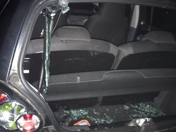 24-jarige ziet hoe kinderen haar auto compleet vernielen: 'Ze spaarden niks van mijn Toyota Aygo'
