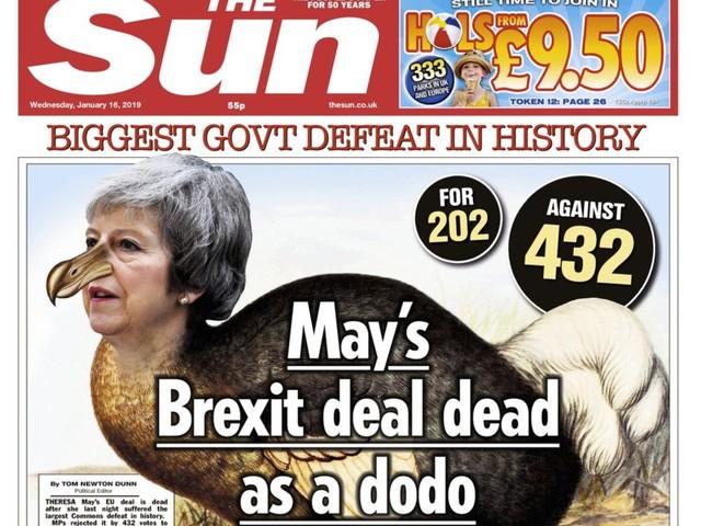 May is 'Brextinct': de tabloids smullen van Brexit-debacle