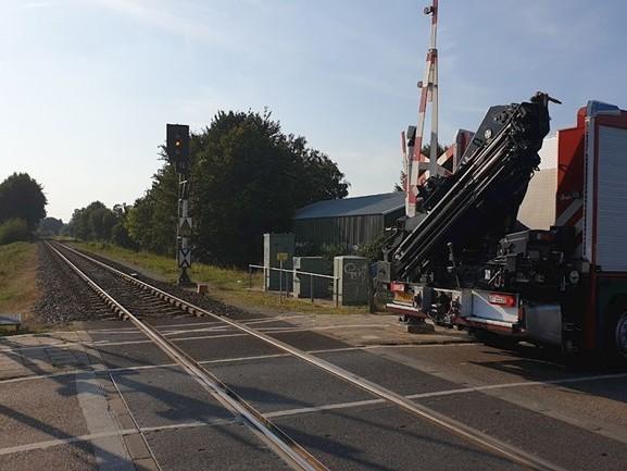 Trein van Enschede naar Gronau staat stil na aanrijding met een persoon