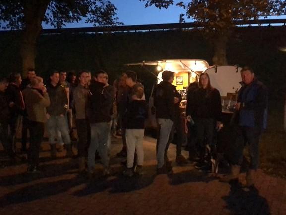 'Honderd worstenbroodjes voor de boeren', sympathisanten steunen boeren langs snelweg