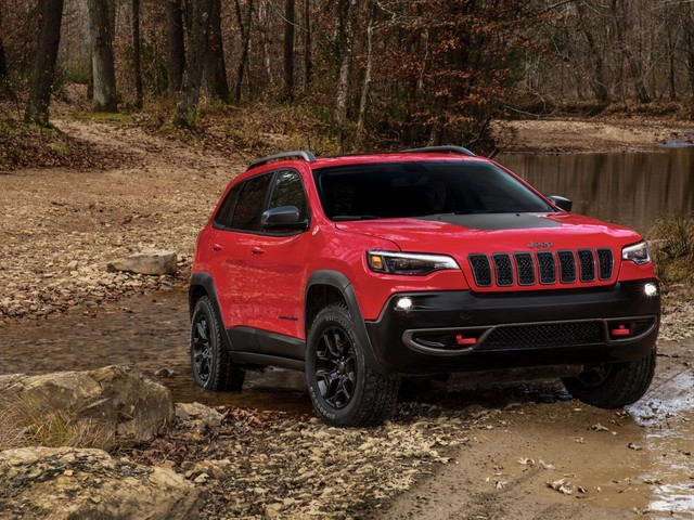2019 Jeep Cherokee reveals its new face