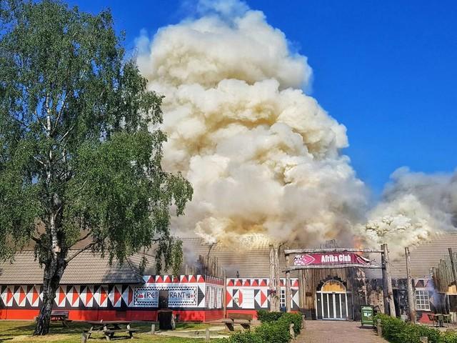 Grote brand in hoofdgebouw vakantiepark Beekse Bergen na gaslek