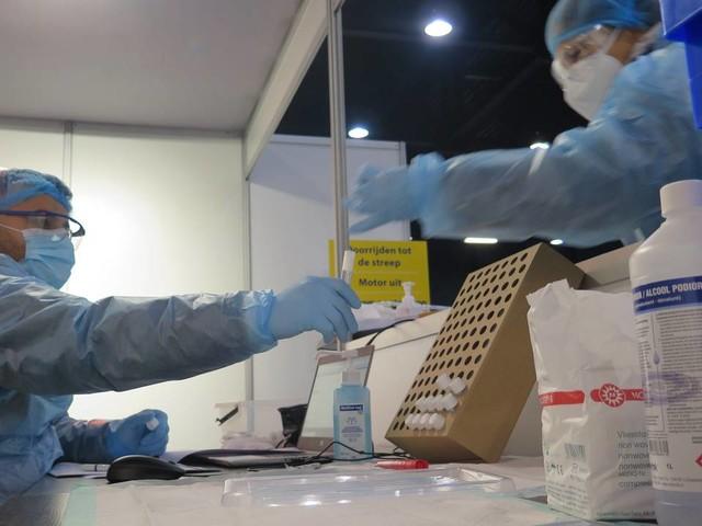 Coronanieuws: negatieve test verplicht voor reizigers uit alle risicogebieden