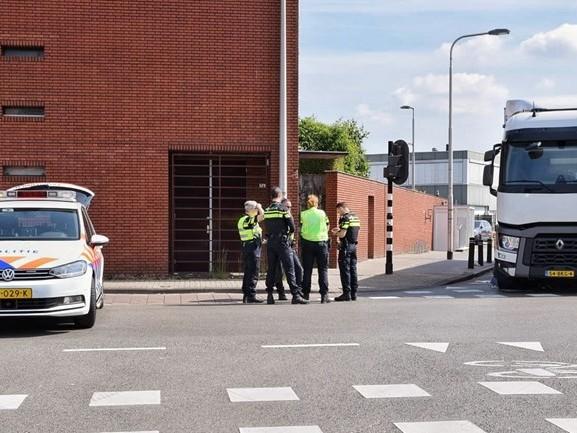 Fietser ernstig gewond bij aanrijding met vrachtwagen in Tilburg