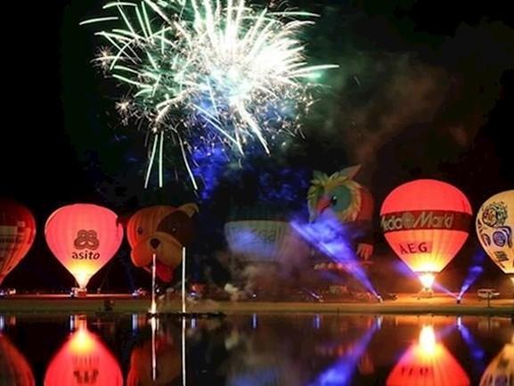 Kijk terug: NightGlow hoogtepunt van Twente Ballooning