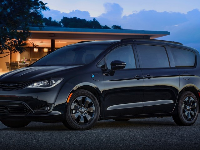 2019 Chrysler Pacifica Hybrid gets the S Appearance Package