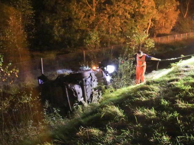112-nieuws: auto belandt in de sloot langs de A67 bij Helenaveen