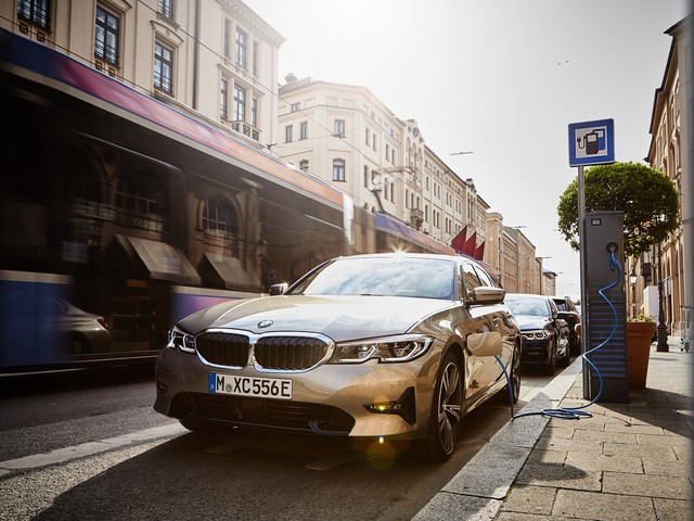 Worldwide BMW sales, demand for electrified cars go up in November