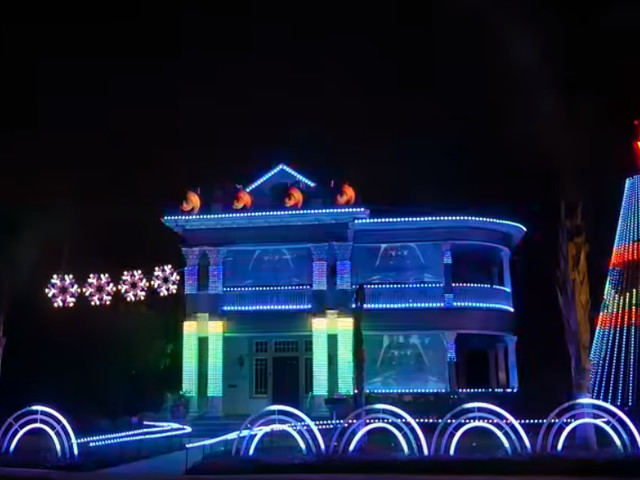 This Star Wars Christmas Light Show Has To Be Seen - Merry Christmas Everyone.