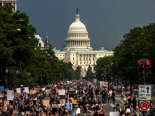 Amerikaanse politiek belooft antwoorden na vreedzame demonstraties