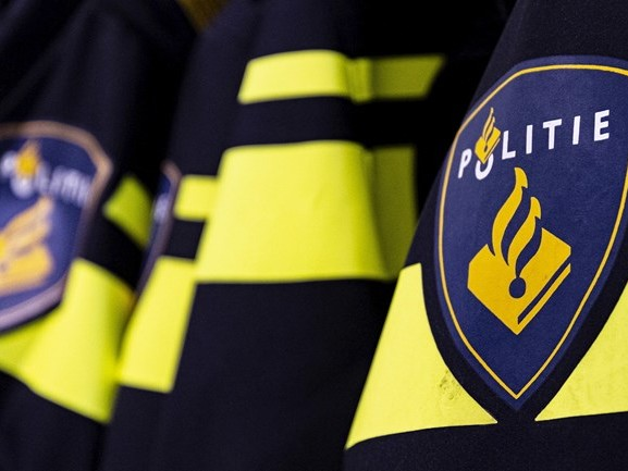 Automobilist scheurt al blowend langs politieauto op A28 bij Zwolle