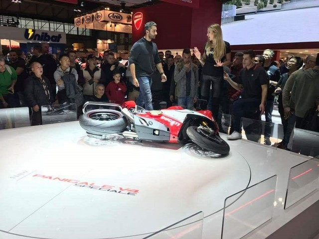 Ducati Panigale V4 Speciale Falls On EICMA 2017 Stage
