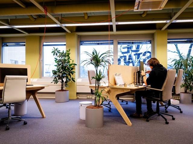 Meer besmettingen op de werkvloer; is de kantoortuin het nieuwe thuisfeestje?