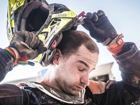 Boliviaanse boef steelt helm van Maikel Smits