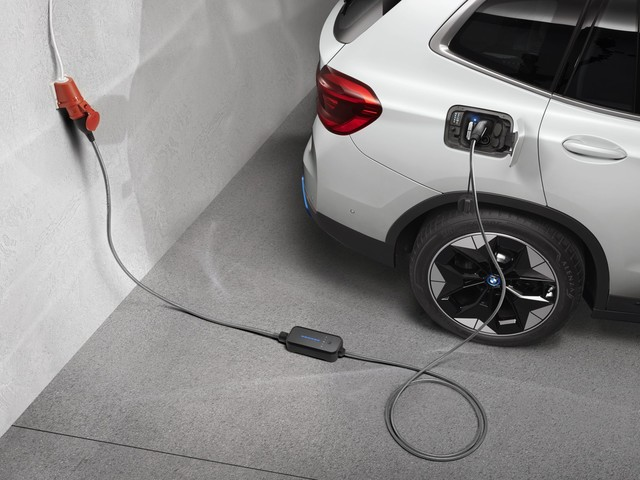 BMW planning offensive on the EV market, aims to double sales