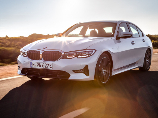 New BMW 330e PHEV features 50% boost in all-electric range to 41 miles; XtraBoost debuts