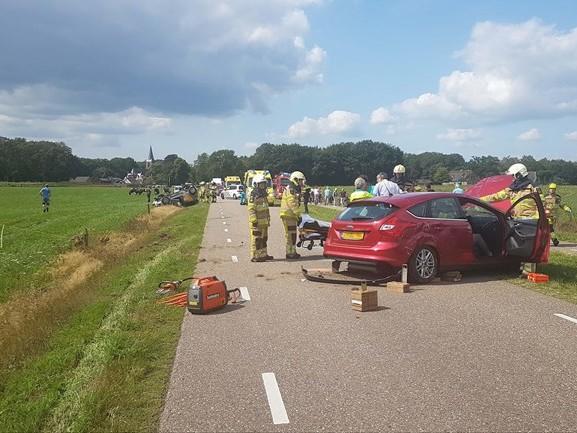 Auto slaat over de kop bij ongeluk Vilsteren, twee gewonden naar ziekenhuis