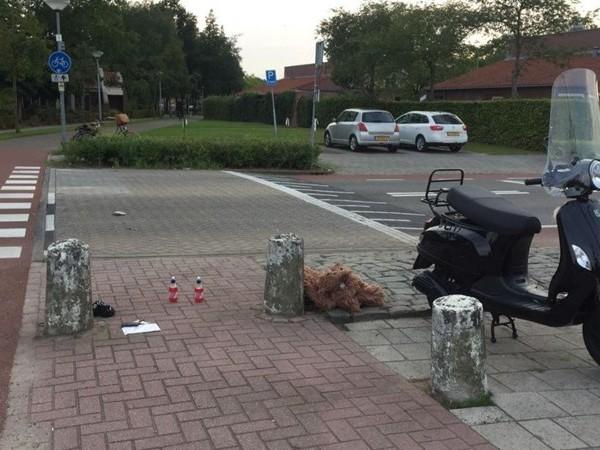 Automobilist ziet scooter over het hoofd in Almelo, scooterrijdster gewond