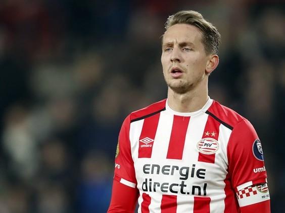 Rode kaart Lozano kost PSV twee kostbare punten 'Maar dit was een incident'