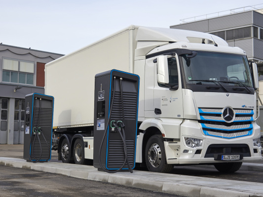 Daimler Trucks E-Mobility Group starts global initiative for electric-truck charging infrastructure