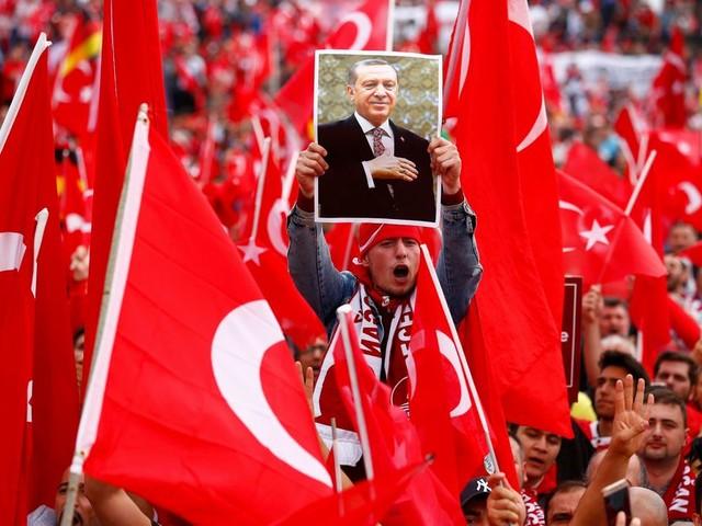 Doorgaan met gesprekken over EU-toetreding Turkije is ongeloofwaardig, zegt rapporteur