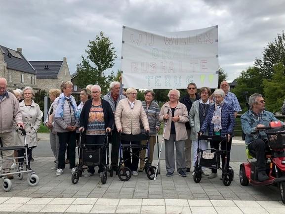"""Verzet tegen verleggen bushalte Stadshagen in Zwolle: """"We raken helemaal geïsoleerd"""""""