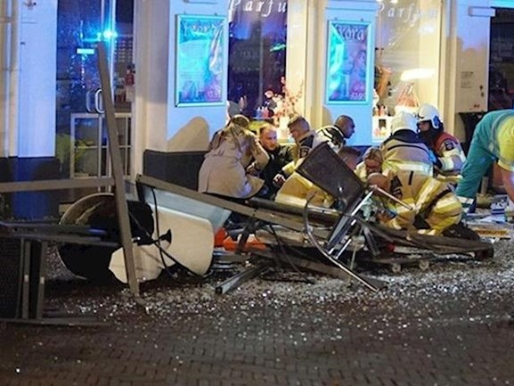 Politie verricht derde aanhouding na inrijden op terras in Deventer