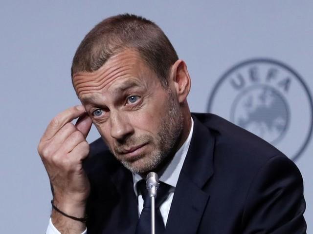 Een dreigbrief van de Uefa, gebrek aan moed in de Zeister bossen: is dit voetbalseizoen niet sowieso verloren?