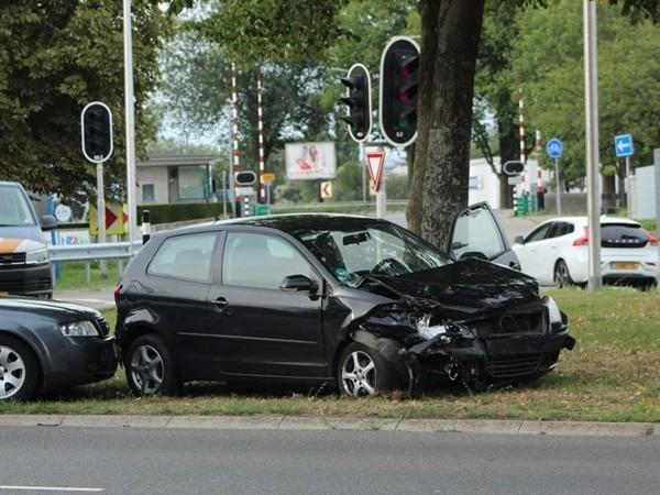 Twee gewonden bij aanrijding in Deventer