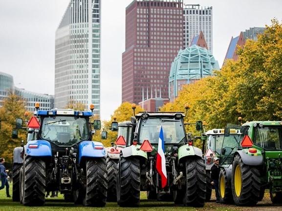 Tweede etappe boerenprotest: trekkers het Malieveld in Den Haag op