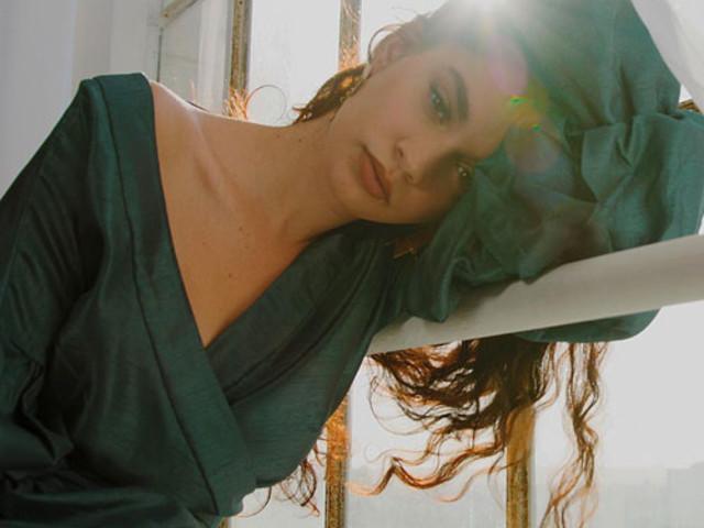 "Sabrina Claudio – ""Stand Still"" (Video)"
