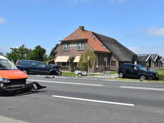 Gewonde bij botsing auto's in Wanneperveen