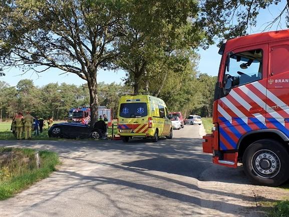 Kind gewond bij zwaar ongeluk in Boekelo, traumahelikopter geland