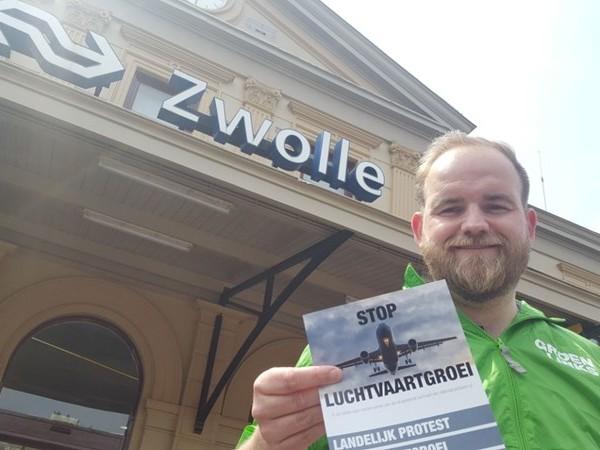 KIJK LIVE: de protestactie 'Stop de luchtvaartgroei' in Zwolle