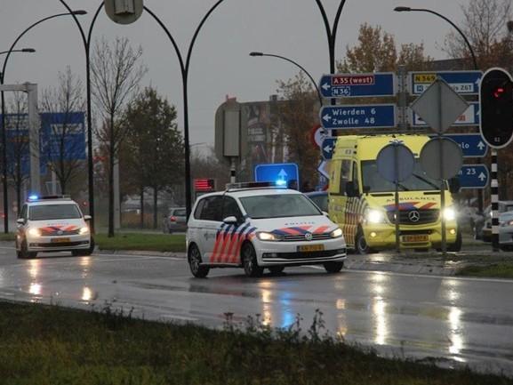 Automobilist gewond geraakt bij aanrijding met vrachtwagen in Almelo