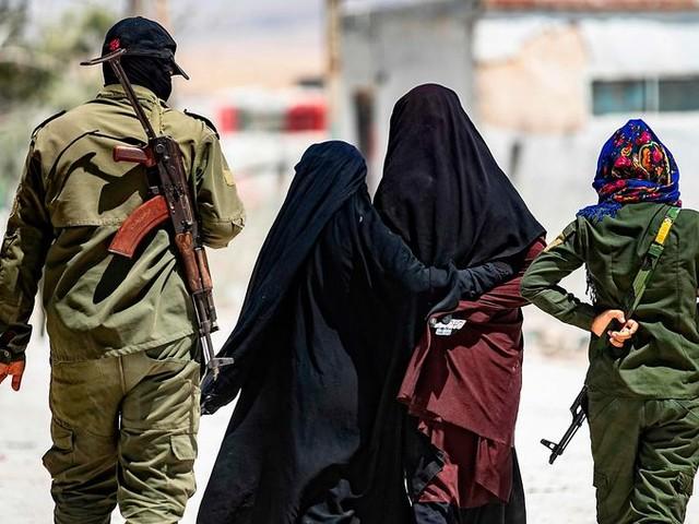 IS-vrouwen willen afdwingen dat Nederland hen ophaalt uit Syrische kampen