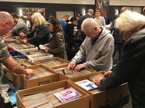Veel bezoekers op grootste eendaagse platenbeurs van de Benelux in Zwolle