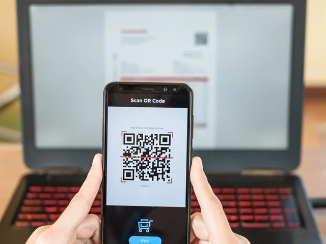 Met Instant Card service beschikken KBC-klanten meteen over een digitale versie van hun debetkaart.