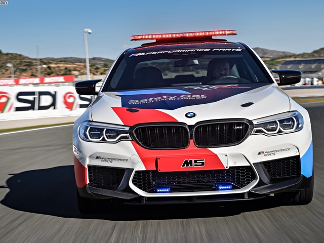 New photo gallery of the BMW M5 Safety Car