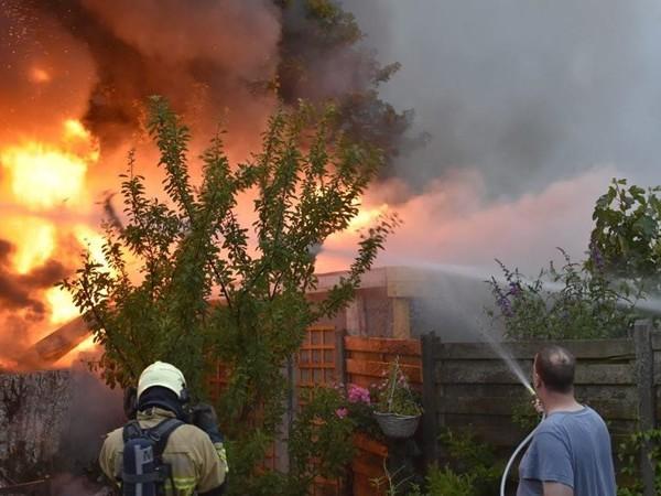 Meerdere schuren branden tot de grond toe af in Almelo