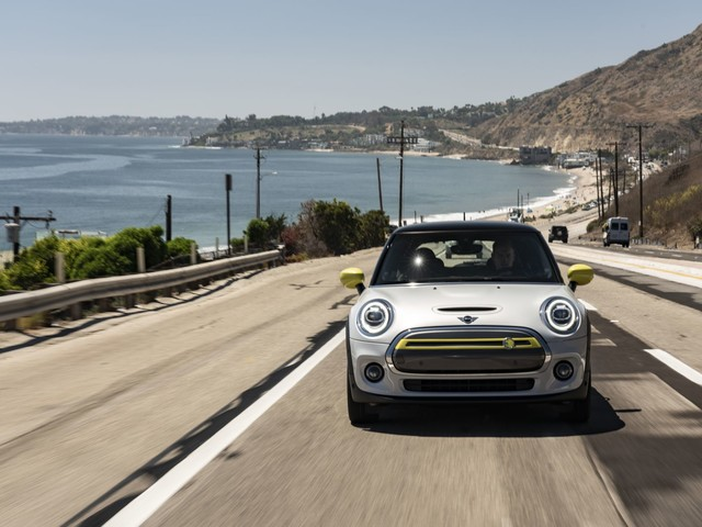 Miami Press Launch of the All-Electric MINI Cooper SE will be CO2-neutral