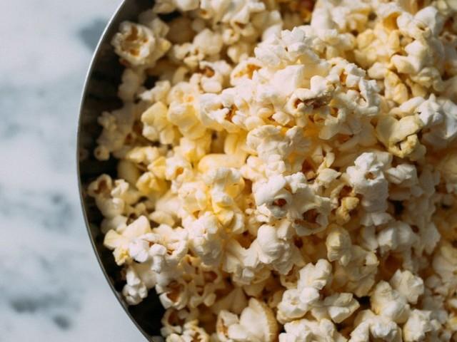 Zo maak je zelf popcorn met de lekkerste toppings