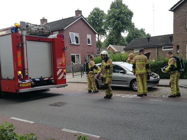 Brandweer rukt uit voor autobrand inVroomshoop