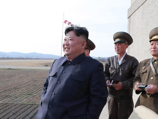 Geïrriteerde Kim Jung-Un zet Donald Trump voor het blok met een nieuwe wapentest